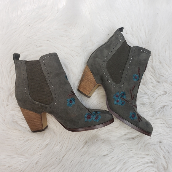 Crown Vintage Heeled Chelsea Ankle Boots
